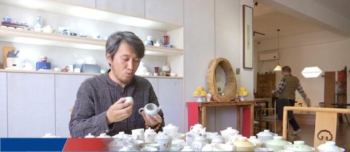 """""""近乡村 情乡浓""""系列报道(2) 刘昌亮:将""""金坛元素""""刻在陶瓷上"""