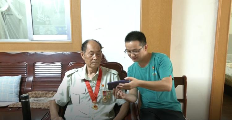 金坛区抗美援朝老兵观看在韩中国人民志愿军烈士遗骸交接仪式